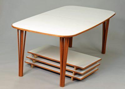 Bord med iläggsskivor, laminat och mahogny bord